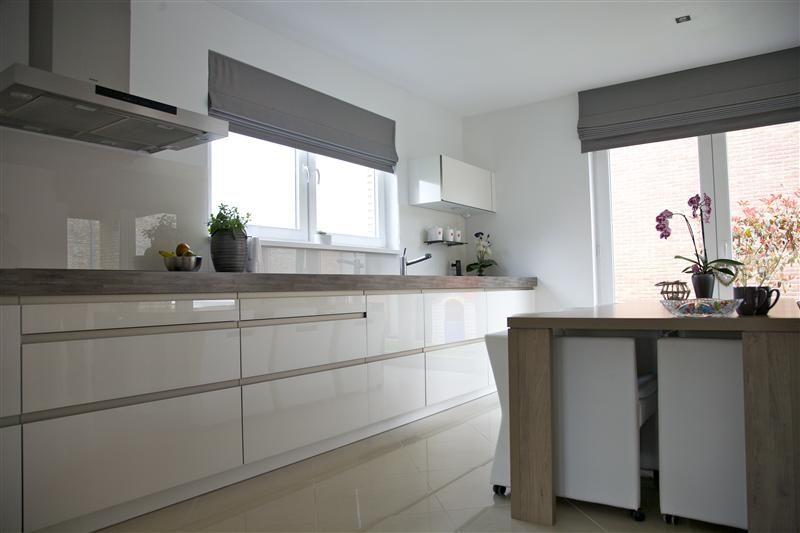 Uitschuifbaar Werkblad Keuken : Fraaie rational keuken uitgevoerd met glazenfronten. het robuuste 8