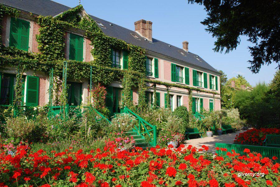 Façade de la maison de Claude Monet à Giverny, France.