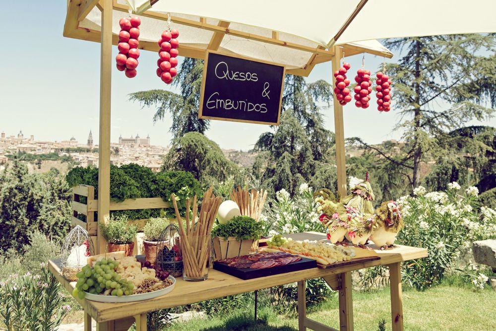 decoracion general de mesas en zona coctel: jamon, quesos, arroces y barras...