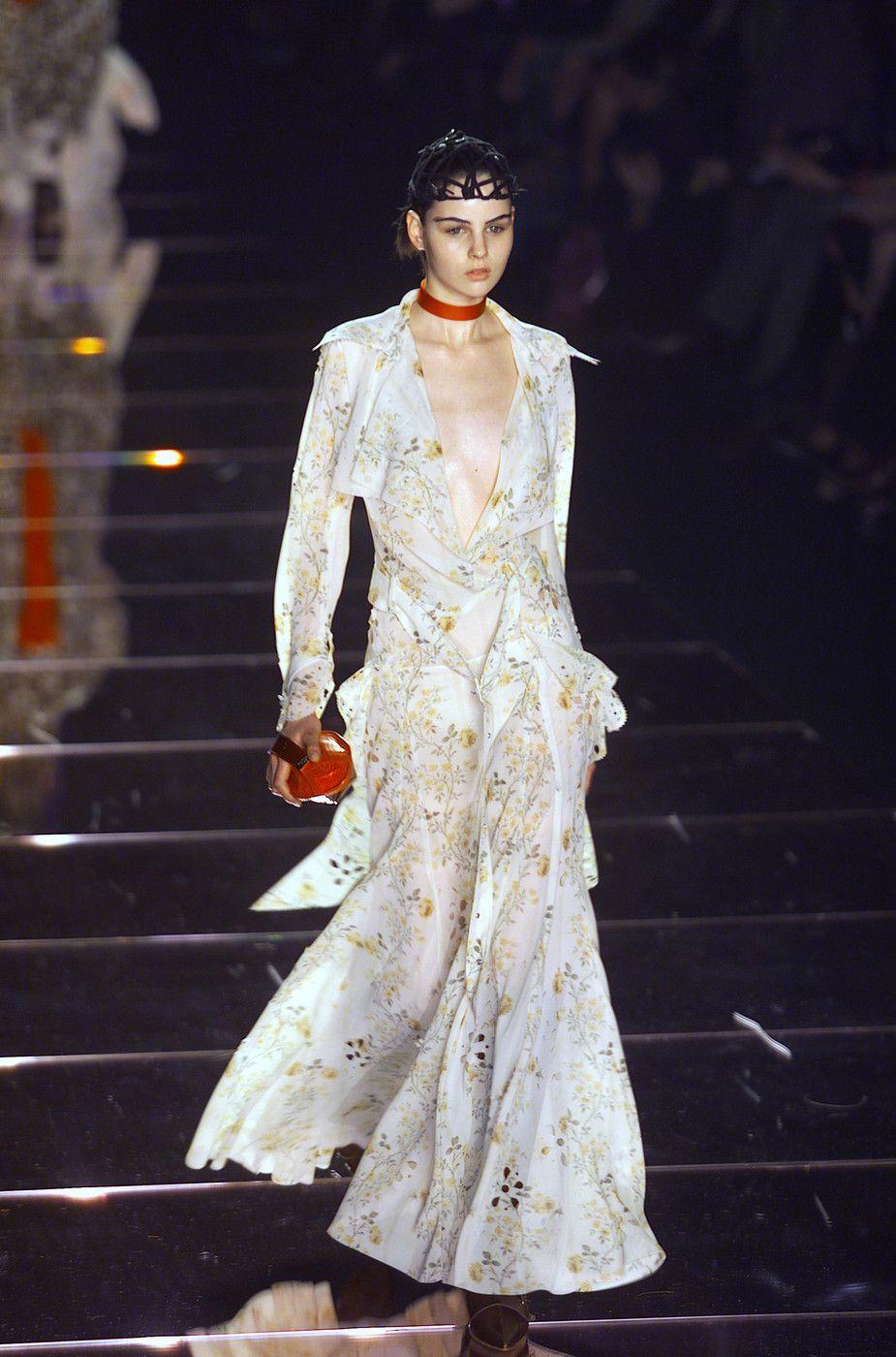 135 photos of John Galliano at Paris Fashion Week Fall 2001.