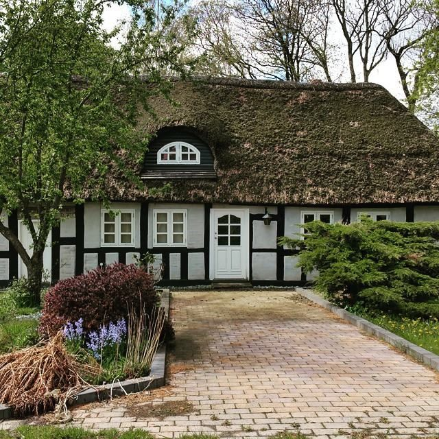 Thatched roof cottage near Nebel, DK.