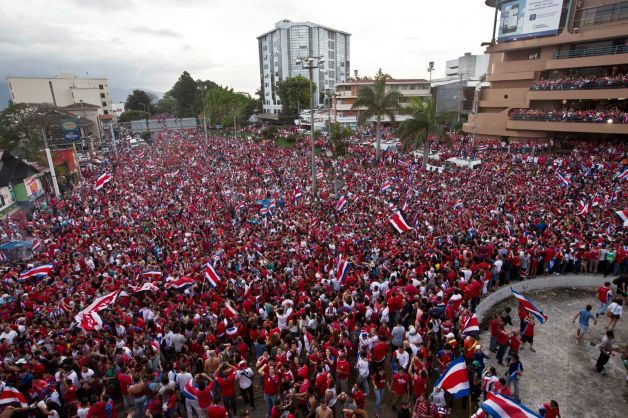 Costa Rica Soccer Fans Fill The Street As They Celebrate Their Team S Victory Over Greece At A Brazil World Cup Round Of 16 With Images Costa Rica Brazil World Cup Greece