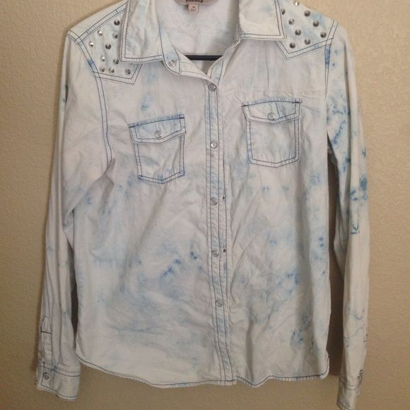 Tye Dye Jacket Good shape and very cute on. It doesn't fit me anymore that's why I'm selling it Jackets & Coats Jean Jackets
