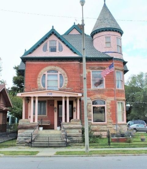 This Spectacular Victorian Mansion Is Shockingly Affordable Victorian Homes Mansions Old House Dreams
