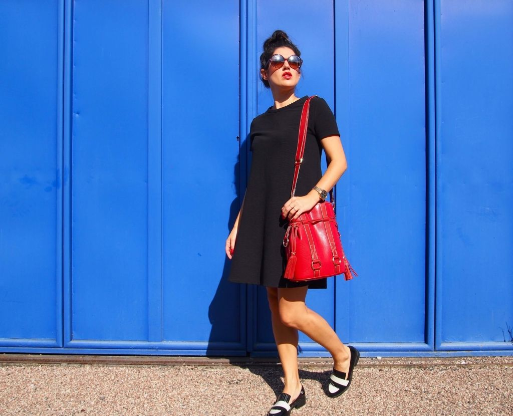 Robe noire sac rouge