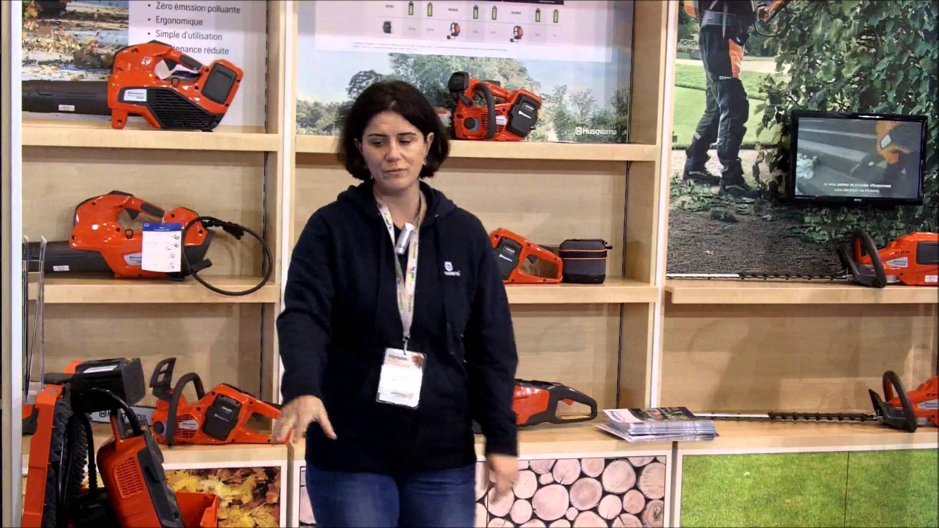 Husqvarna France Estelle Tremelo Presente A Paysalia 2015 Les Produits Husqvarna Produits France
