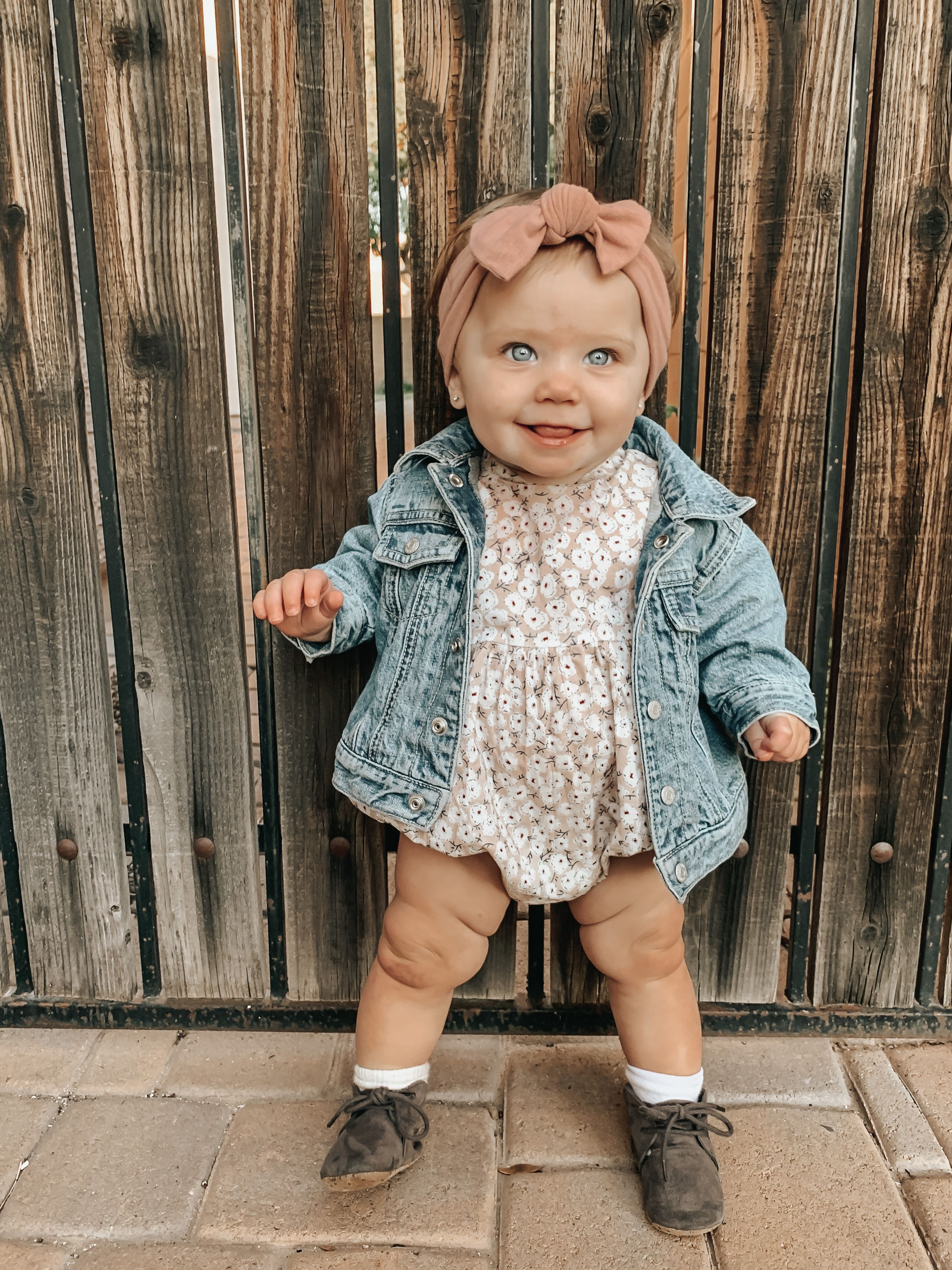 Blue Eyed Baby Girl In 2020 Blue Eyed Baby Baby Girl Clothes Cute Baby Pictures