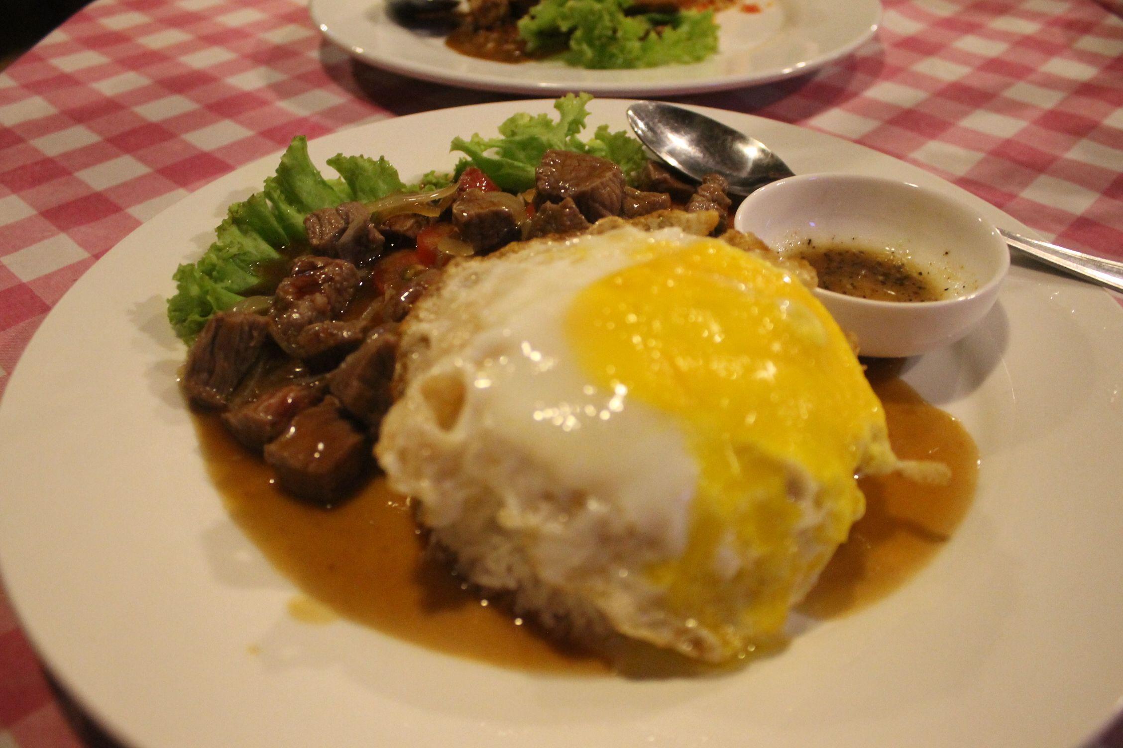 Lok Lak con huev frito