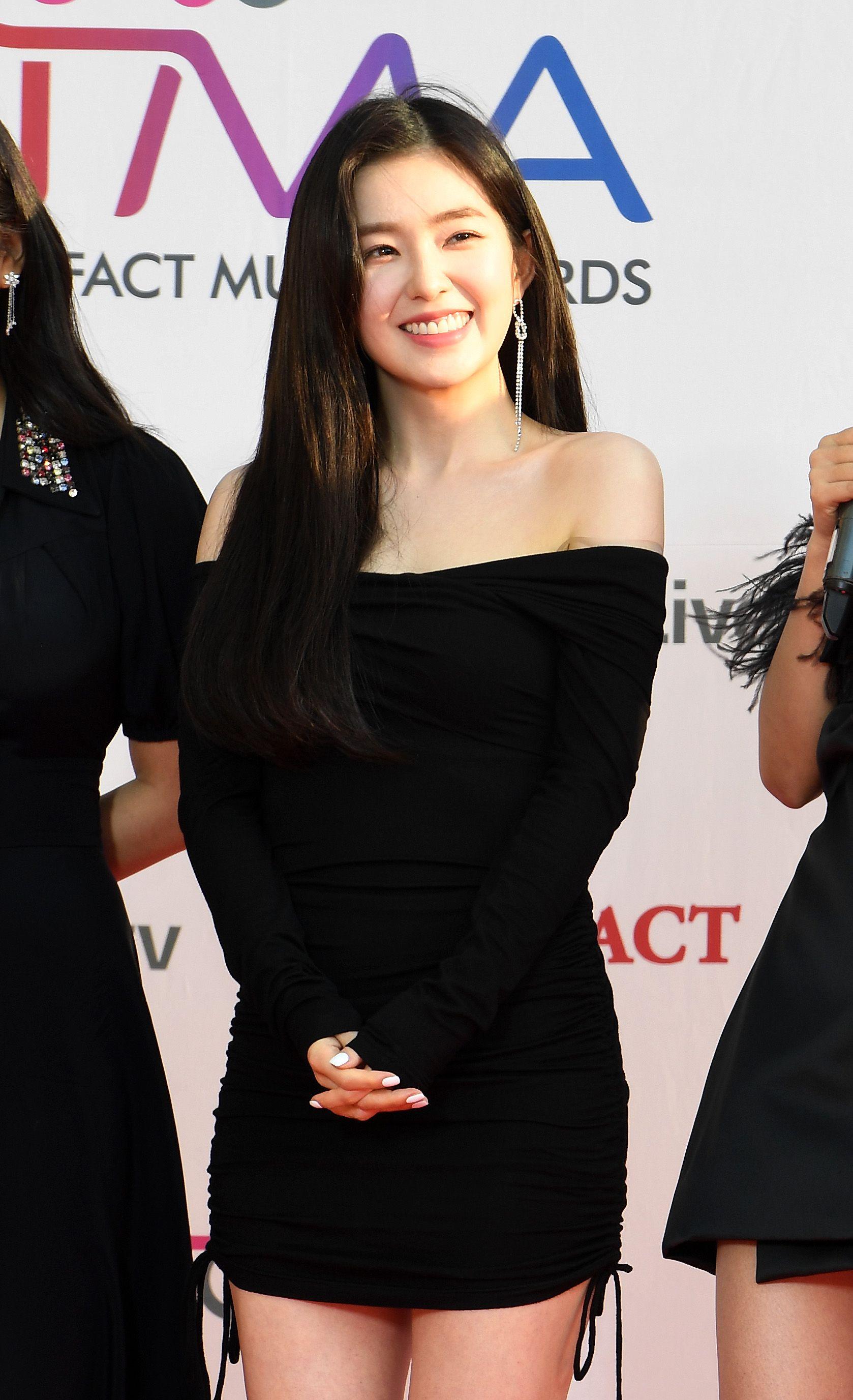 Happy Baerene Irene Kpop Kdrama Bts Exo Kpoparmy Black Dress Red Carpet Red Velvet Red Velvet Irene
