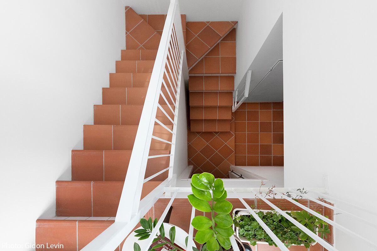 24sqm Apartment, Ramat Hasharon  Modern staircase, Floor design