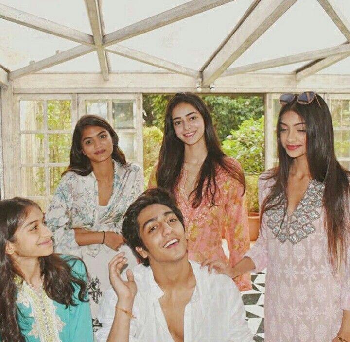 Pin By ꌚꍏꀘꌚꀍꀤ 🐰^_^ On Bollywood Star Kids