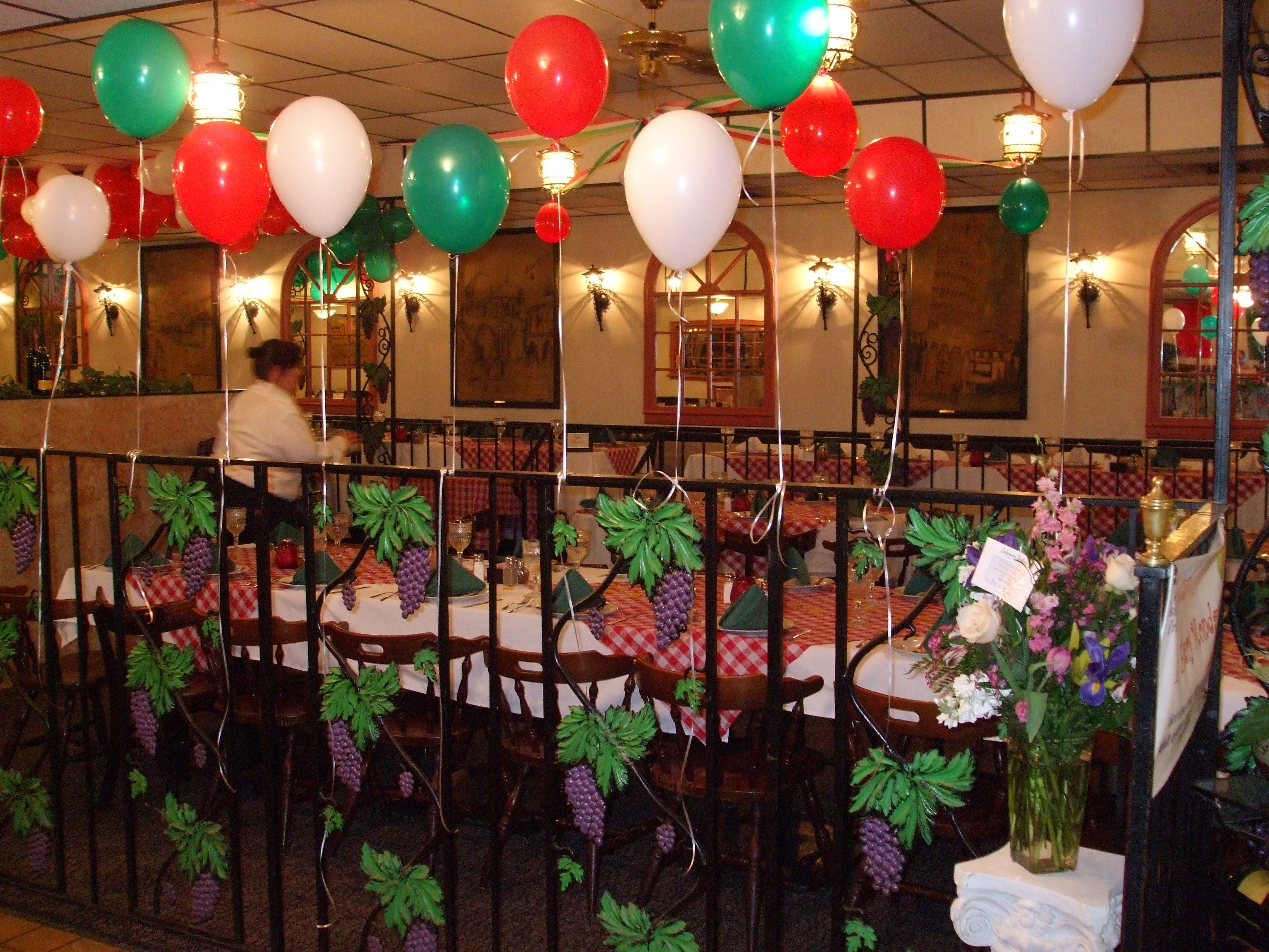 Italian Themed Dinner Party Ideas Part - 31: Italian Themed Party - Must Do Red, Green And White Balloons...maybe