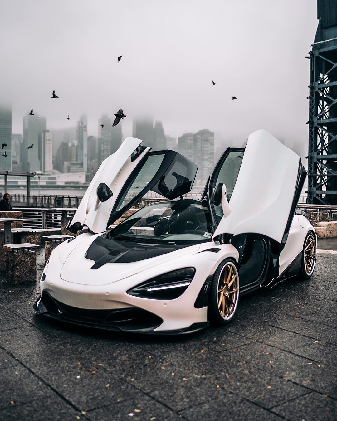 Found An Alien Spaceship In Las Vegas Decided To Bring In Back To Ny Juan Zillaa Mclaren 720s Built By Sports Cars Luxury Super Luxury Cars Cool Sports Cars