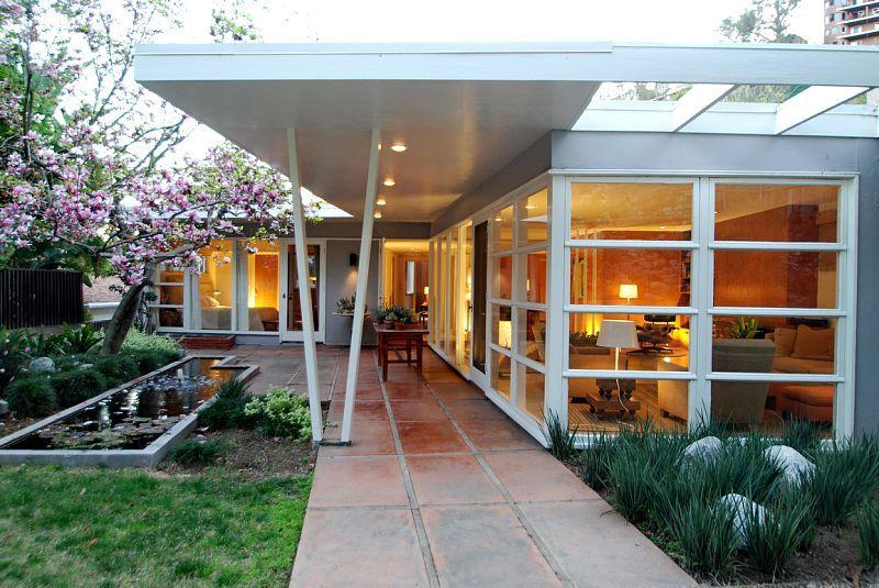 White Vs White Eugene Choy Residence Mid Century Modern House Mid Century Modern Backyard Mid Century Exterior