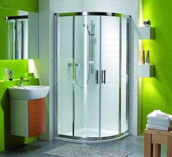 Arredare un bagno piccolo quadrato | Design del bagno ...