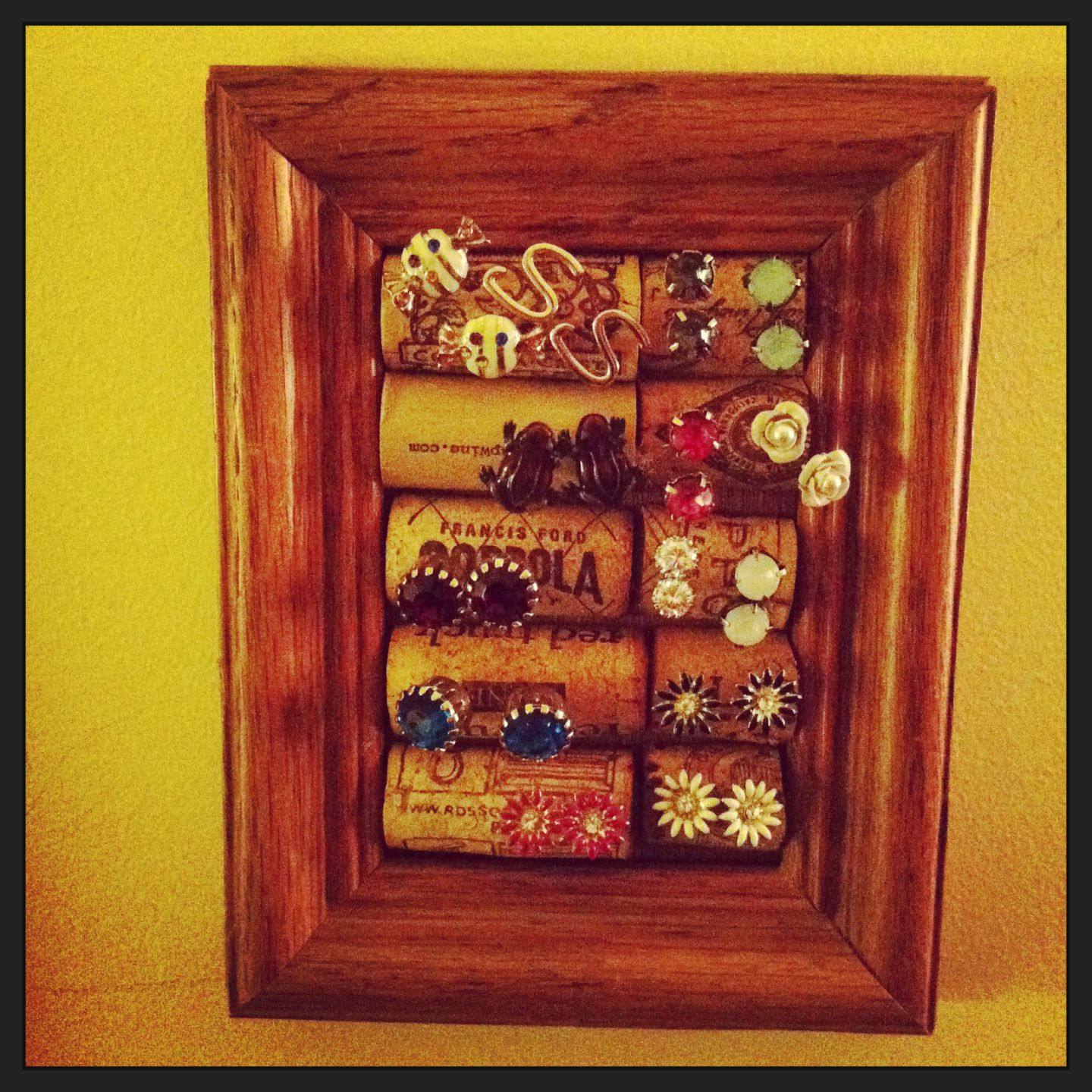 I made this wine cork, picture frame, earring holder. DIY.