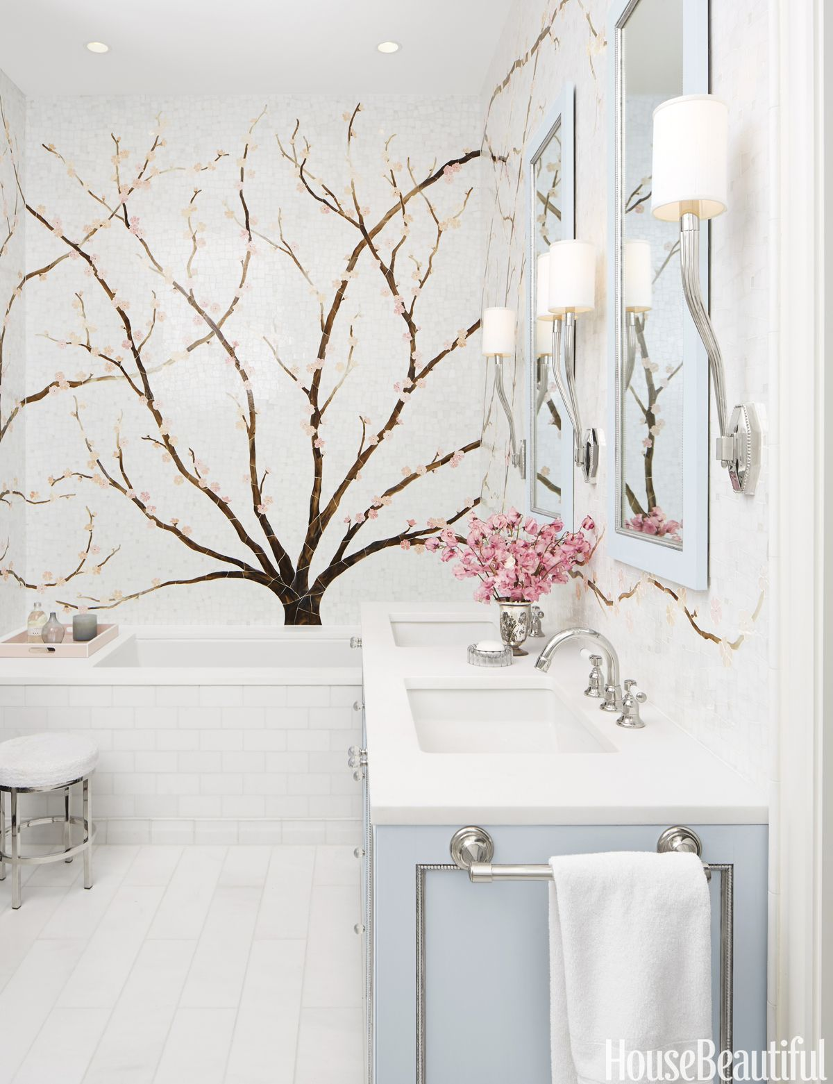 Inside a Bathroom Where an Elegant Mural Is the Star | Bathrooms ...