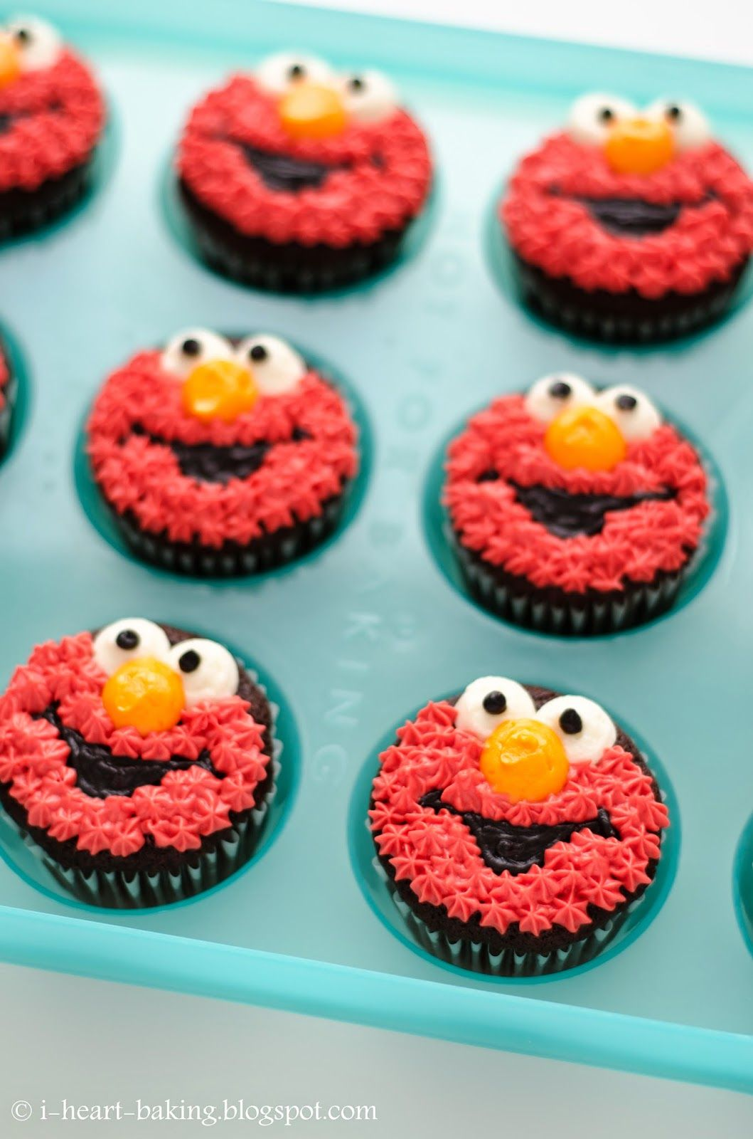 i heart baking elmo cupcakes Kinslees 2nd Birthday Pinterest