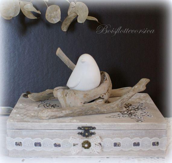 Boite coffret de d coration l 39 oiseau dans son nid de for Lustre bois flotte decoration