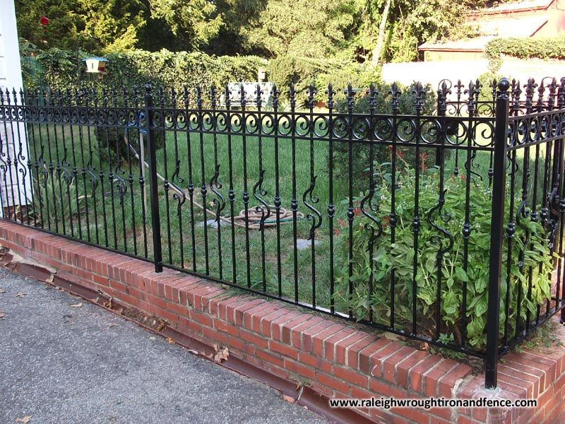 Raleigh Wrought Iron And Fence Co Custom Wrought Iron Fence In Raleigh Nc Durham Chapel Hill Wrought Iron Fences Iron Fence Small Front Gardens