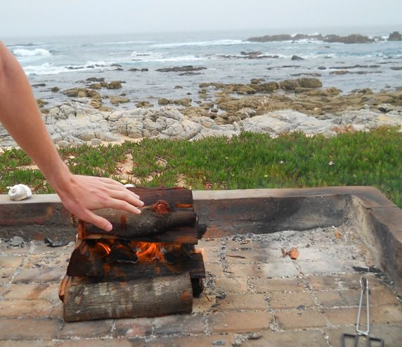 WOW! Look at this amazing view. This is just the perfect spot for your #sunday  afternoon #braai. Nothing more than the wild #SouthAfrican sea, boulders and a nice fire! What is your favourite spot?