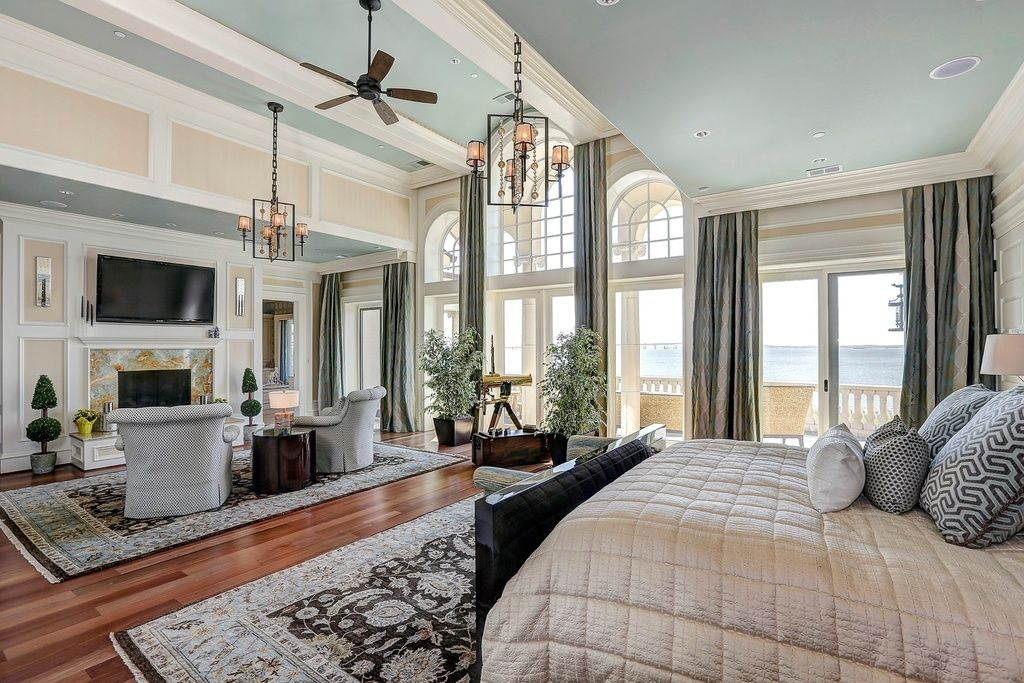 dream master bedroom%0A Traditional Master Bedroom with Paint    Arched window  Ceiling fan   Hardwood flooring