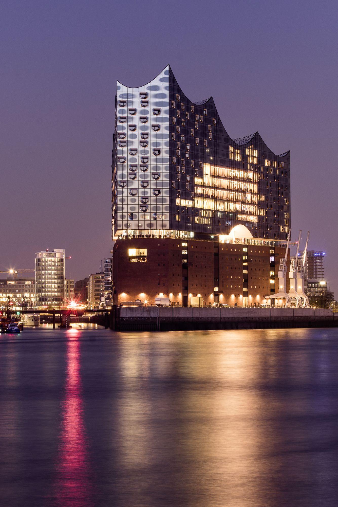 Elbphilharmonie Wwwminimotome Wunderschne Aussicht Hamburg Roller Retro Abend Visit Tour Auf Die Amphilharm Hamburg Beautiful Views Beauty Scenery