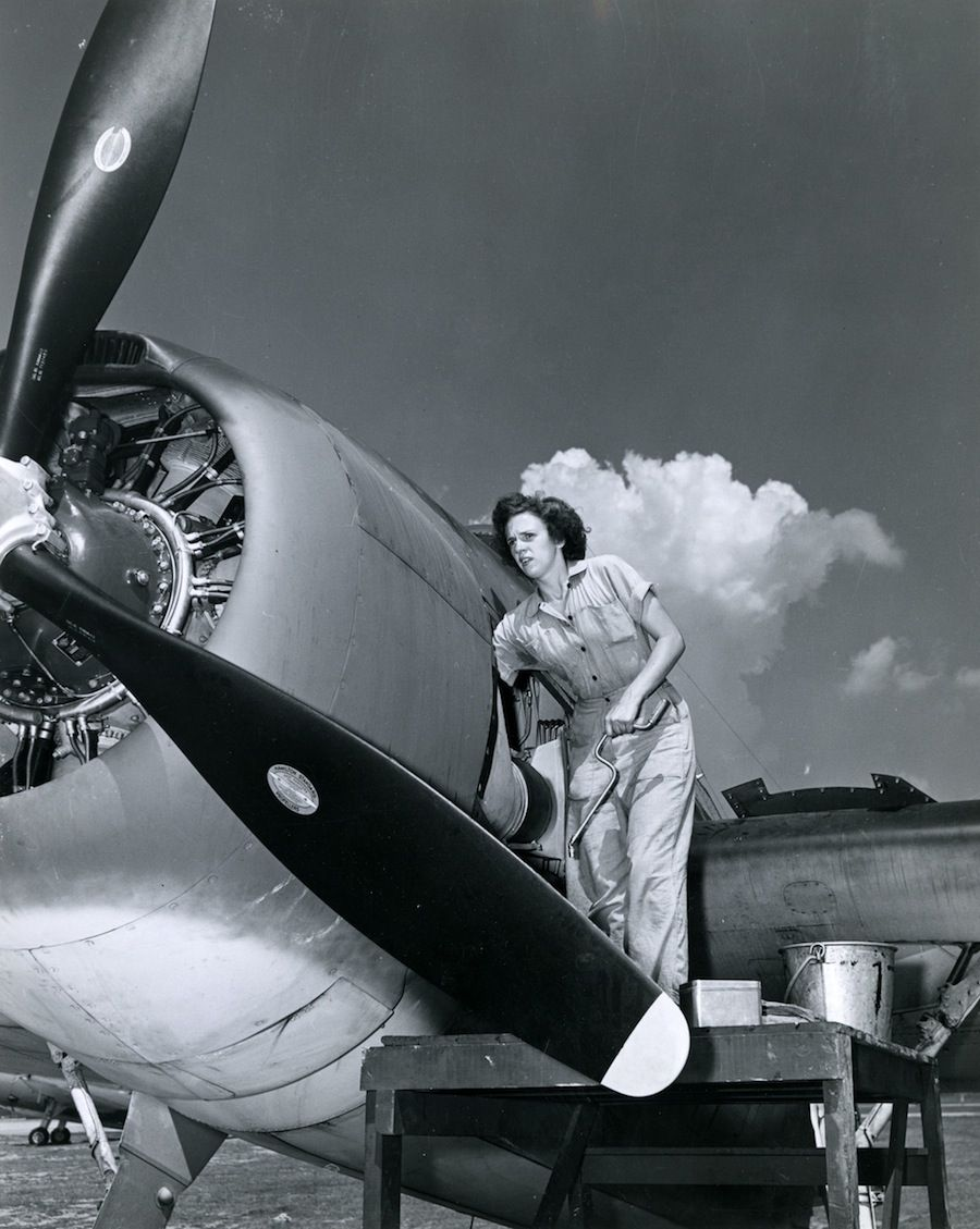a waves aviation machinist circa 1940s the waves or women accepted for volunteer