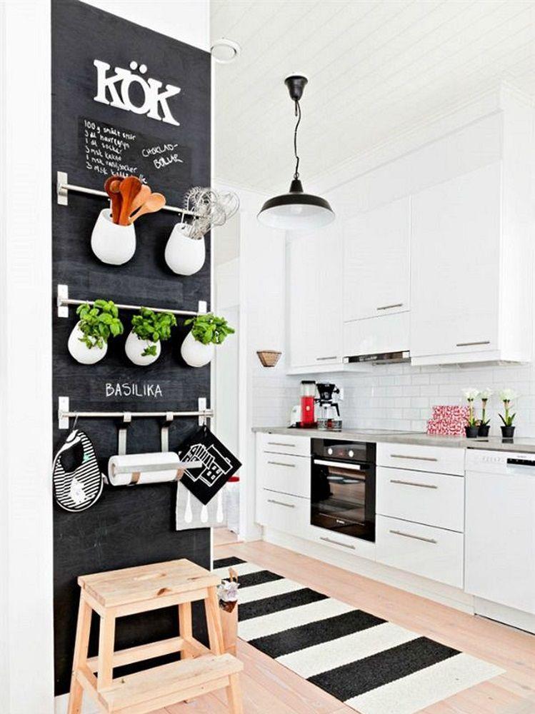 Il colore scelto è chiaro e luminoso e l'effetto è distensivo e soft. 10 Idee Originali Per Dipingere Le Pareti Di Casa Grazia It Lavagna Da Cucina Idee Per La Cucina Arredamento Sala E Cucina