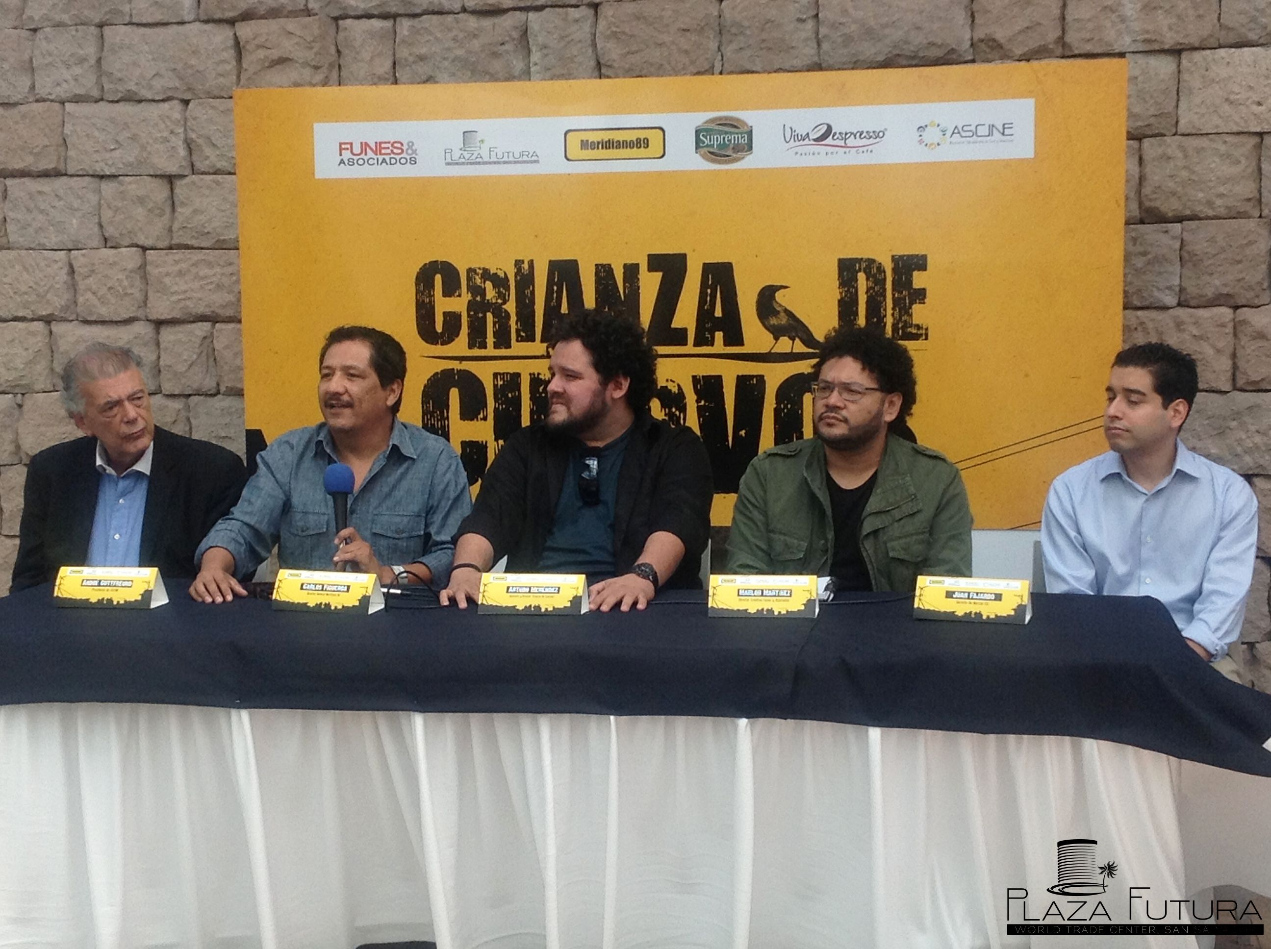 Conferencia de Prensa, Fiesta de Cuervos.