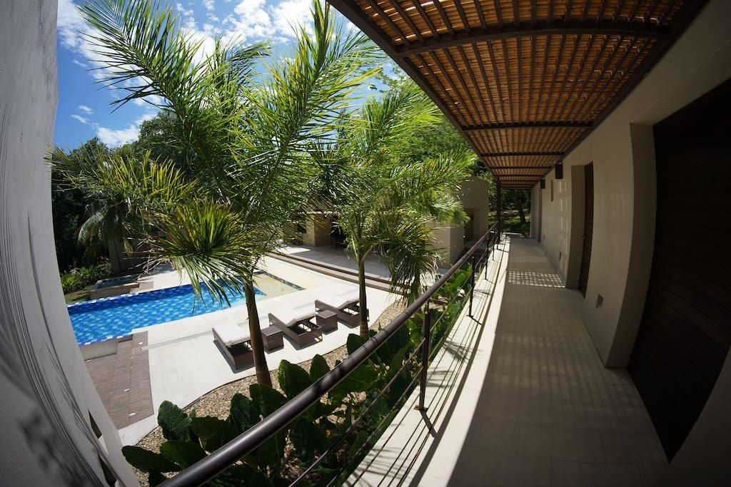 Casa en Apulo, Colombia. Tropical paradise is just a 90 min drive from Bogota´s airport! Located in an exclusive and secure small condominium with golf and tennis available to guests. Private Pool/heated Jacuzzi, BBQ, wine chillers, water and ice machines, stunning views,...