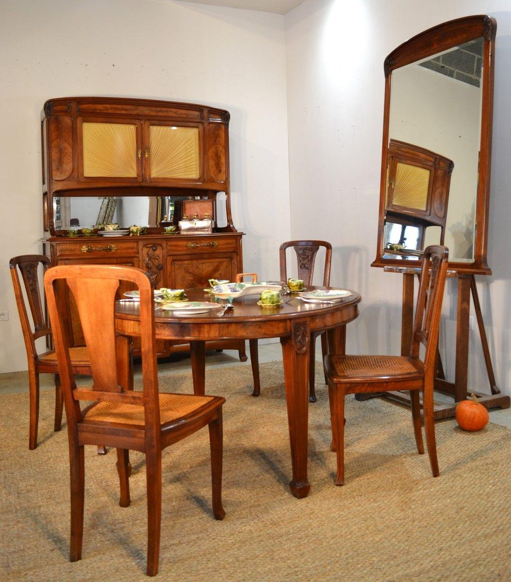 Salle A Manger De Style Art Nouveau En Noyer