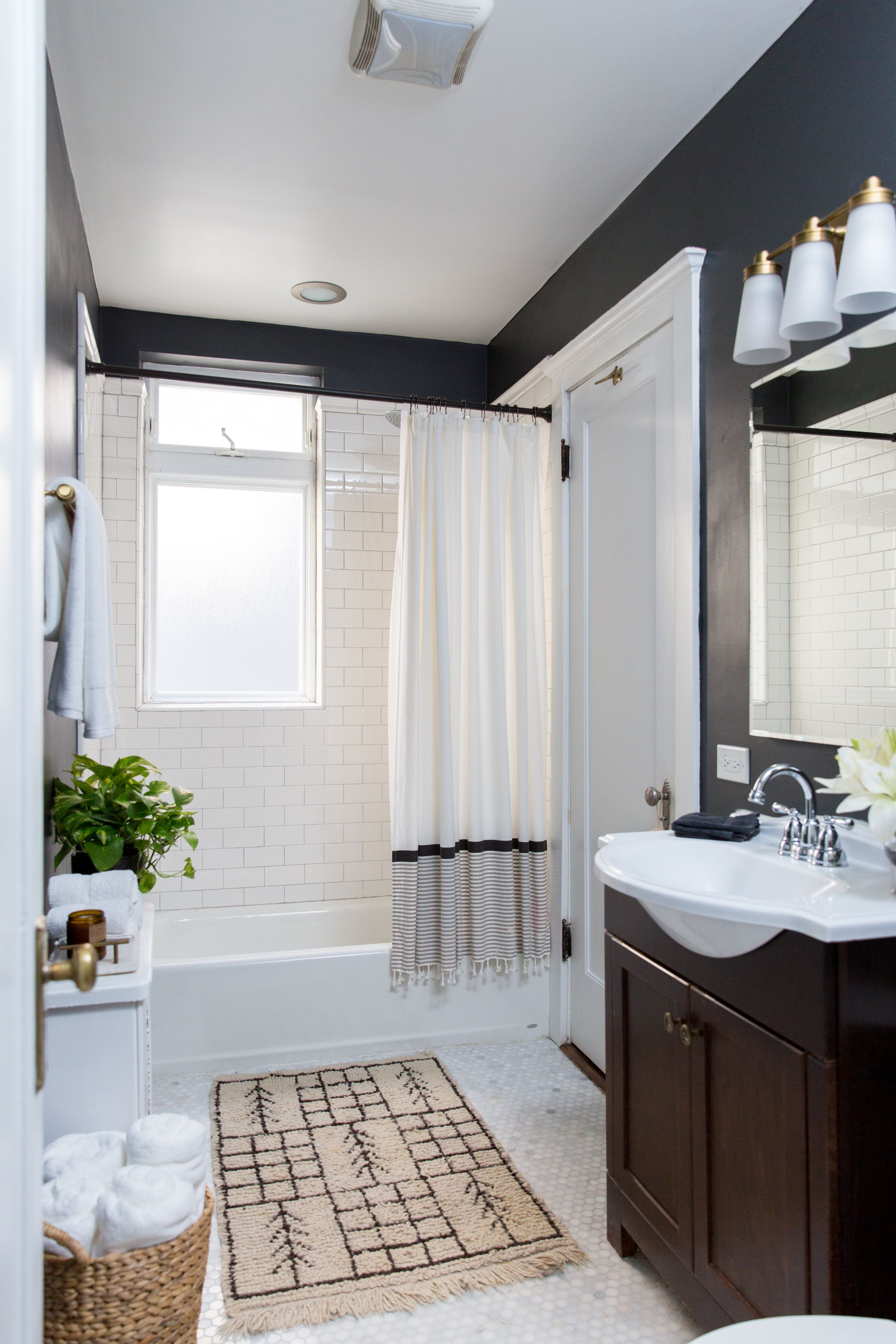 A Chicago Condo Is Modernized But Its Charm Remains Bathrooms Remodel House Bathroom Bathroom Renovations