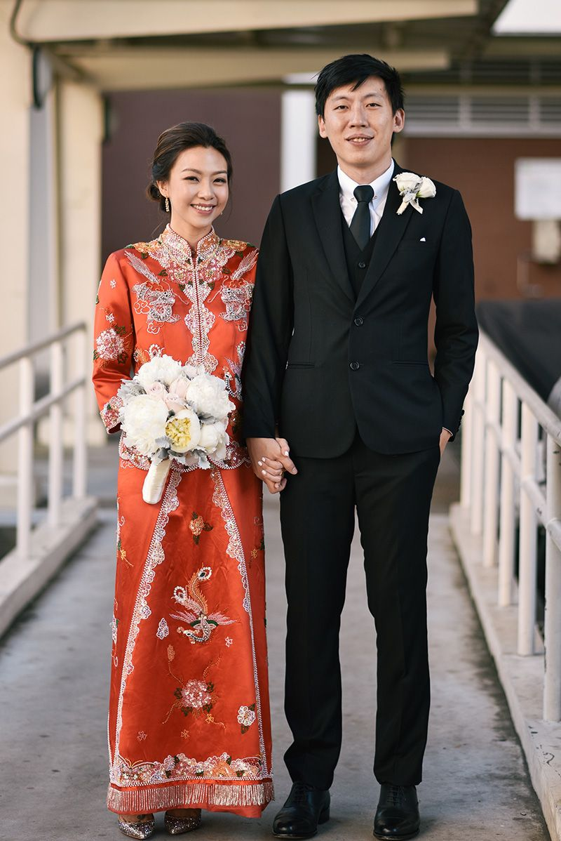 905c916e4 Before the white wedding gown came into fashion, Chinese brides had been  wearing the traditional striking red two-piece qun kua to symbolise luck  and ...