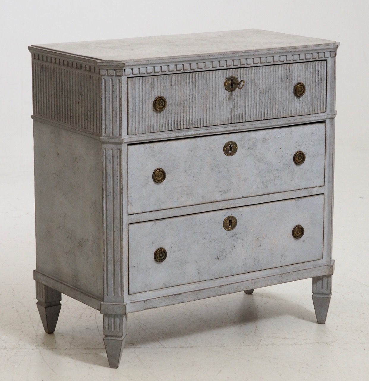 Antique gustavian style chest of drawers with old lock and