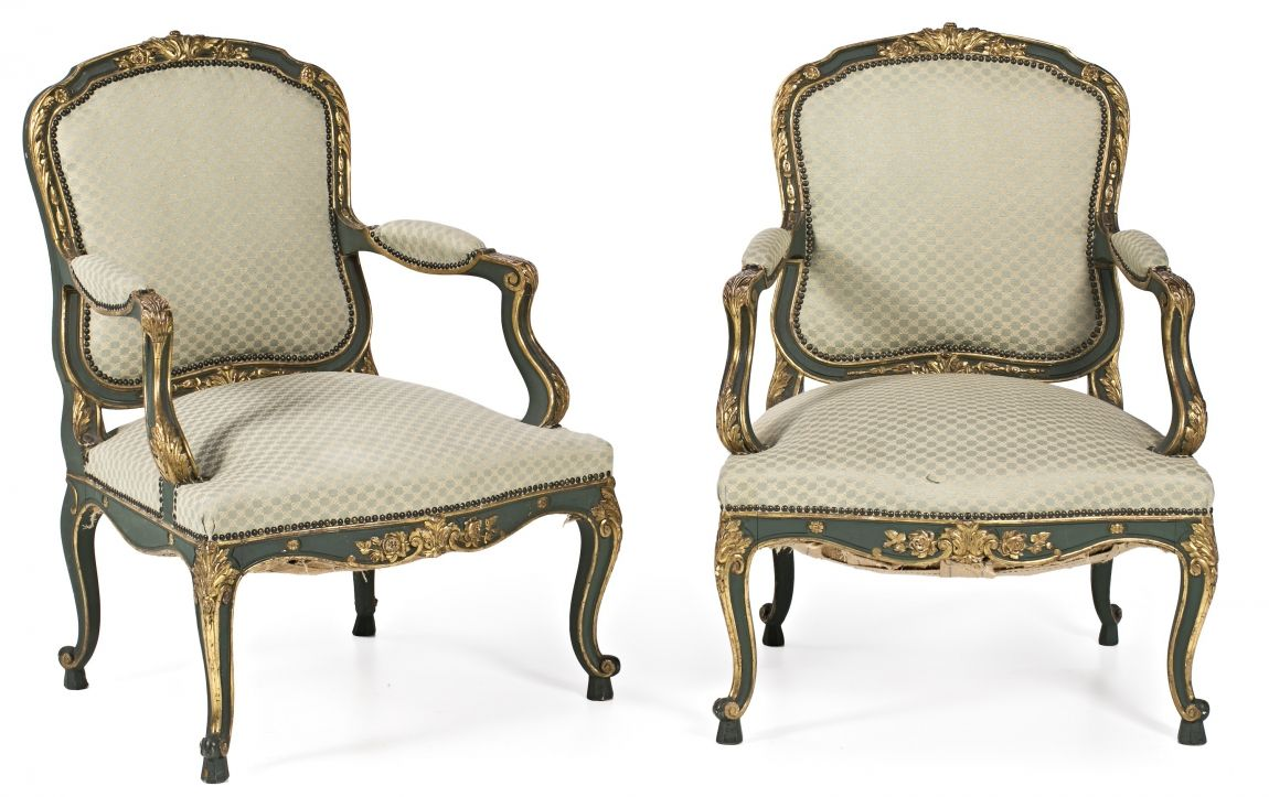 pareja de sillones estilo luis xv en madera tallada pintada y dorada de principios
