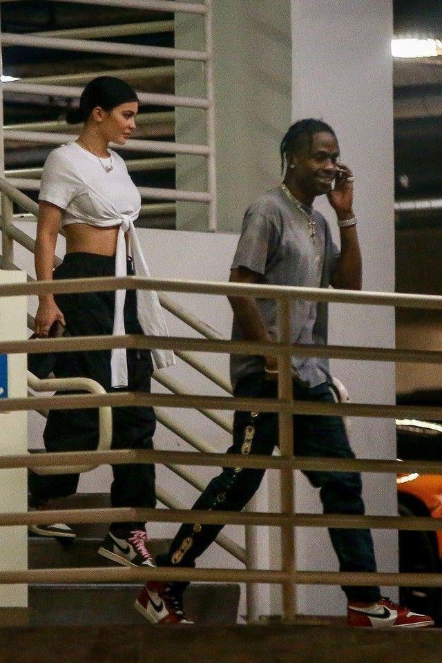 Travis Scott trägt Jordan Jordan 1 OG Chicago (1985), Kapital Studded Plaid S ...   - Travis Scott Fashion Style -   #Chicago #FASHION #Jordan #Kapital #OG #Plaid #Scott #Studded #Style #trägt #Travis #travisscottwallpapers Travis Scott trägt Jordan Jordan 1 OG Chicago (1985), Kapital Studded Plaid S ...   - Travis Scott Fashion Style -   #Chicago #FASHION #Jordan #Kapital #OG #Plaid #Scott #Studded #Style #trägt #Travis #travisscottwallpapers Travis Scott trägt Jordan Jordan 1 OG Chicago ( #travisscottwallpapers