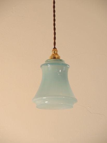 サンディーズランプの照明は 日本のガラスアート作家が一つ一つ手作りし