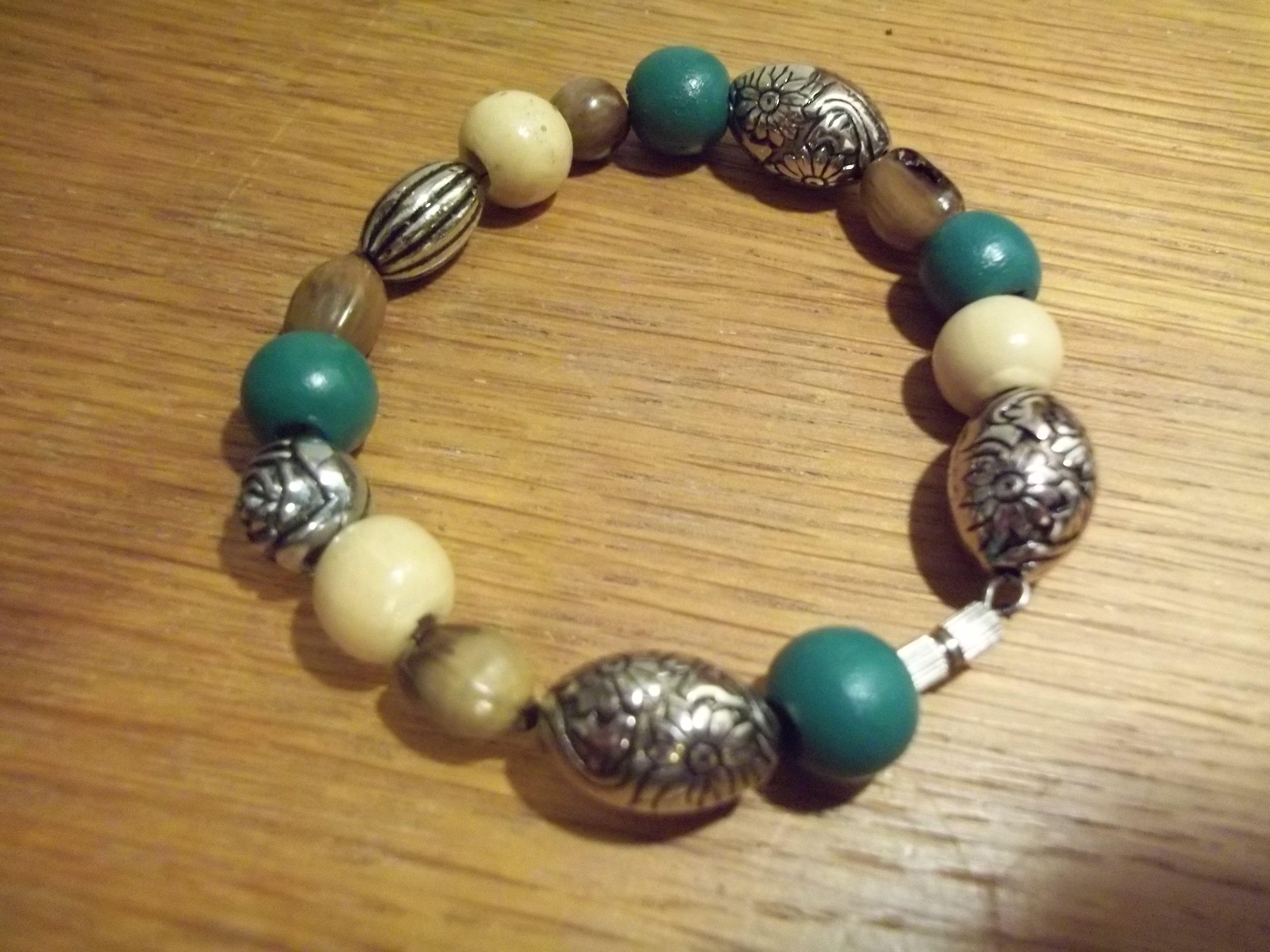 bracelet perles DIY vert  argenté marron beige