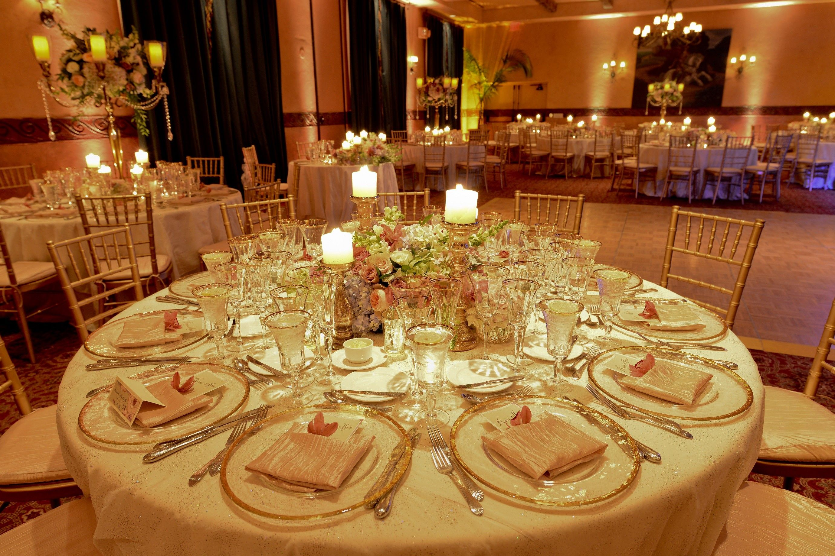 Unique wedding centerpiece ideas with candles for romantic for Wedding banquet decorations