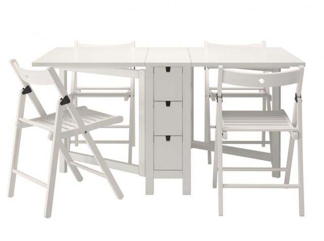 Table chaises pliantes ikea chaque cm compte quand on for Table a manger gain de place