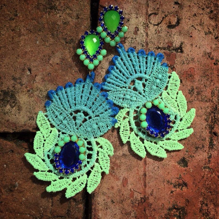 Mint Green and Blue Torchon Earrings de DDSoutache en Etsy