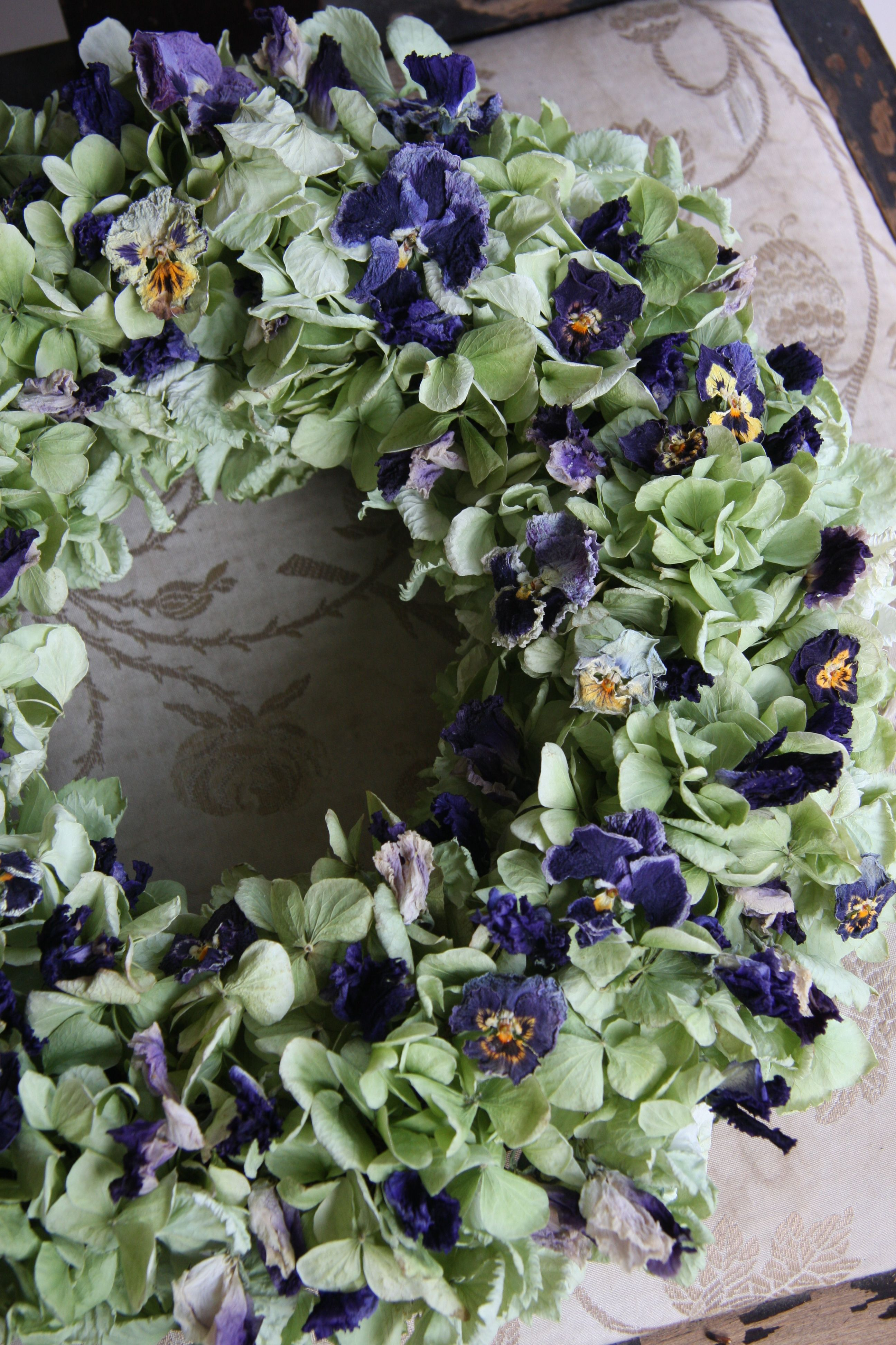dried hydrangea,pansy and sweet pea