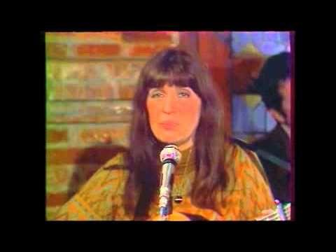 Anne Sylvestre - Un mur pour pleurer (1974) Lien téléchargement légal: http://itunes.apple.com/fr/album/une-sorciere-comme-les-autres/id119895375 N'hésitez p...