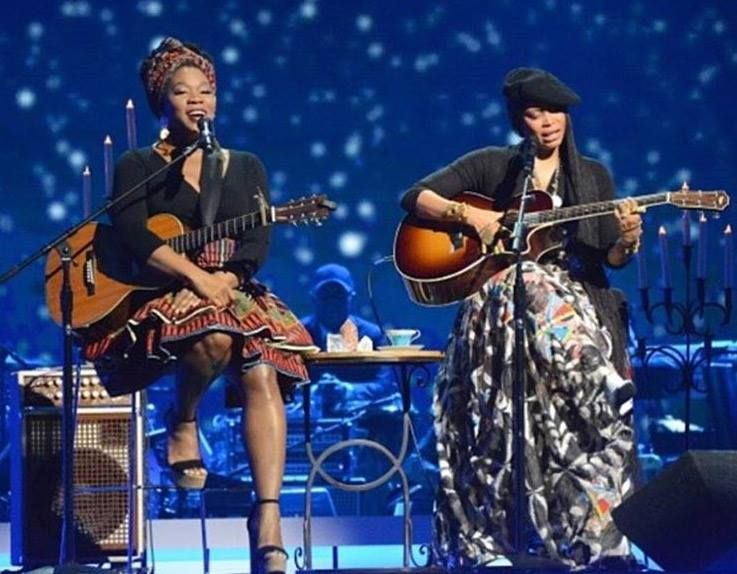 Last night, India Arie and Erykah Badu gave an awesome performance ...