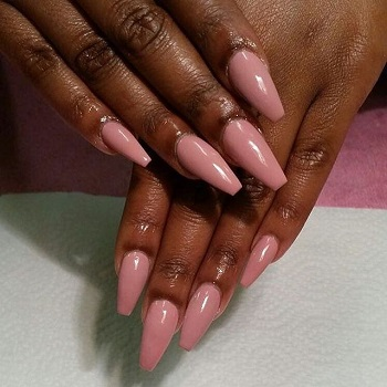 The 23 Prettiest Nail Colors That Compliment Deep Skin Tones 2020 In 2020 Maroon Nails Pretty Nail Colors Dark Skin Nail Color