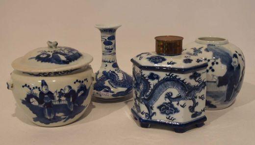 Konvolut von 4 Teilen, China, 1900 bestehend aus: Teedose, Deckelgefäß und 2 Vasen, H. bis 15cm