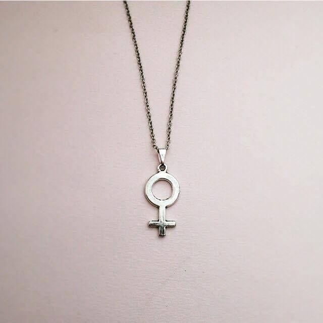 Venus Halsband Liten Symbol Tunn Kedja via Arga Tjejer. Click on the image to see more!