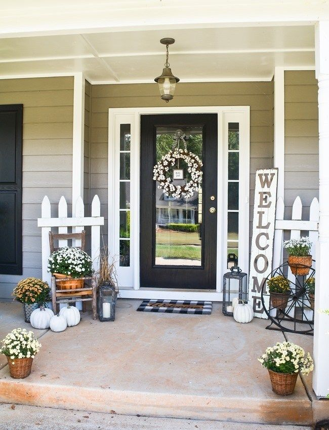 Farmhouse Fall Front Porch Ideas #rusticporchideas