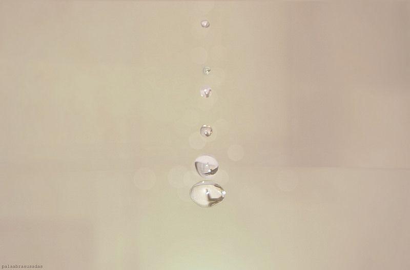 #11.''Locos por naufragar, salieron a bailar al ritmo de la lluvia''